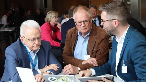 Redakteur Stefan Leidner, Armin Clauss (links) und Thomas Wurzel sprechen über YouTube und Funk